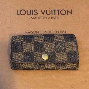 Authentic   Louis Vuitton Damier  4 Ring key case